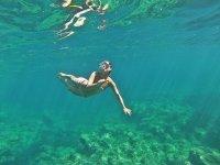 A un metro bajo el agua