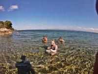 En la playa haciendo snorkel