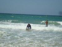享受海关冲浪