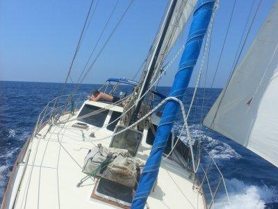 春天,在巴利阿里群岛的一艘帆船上度过一个星期