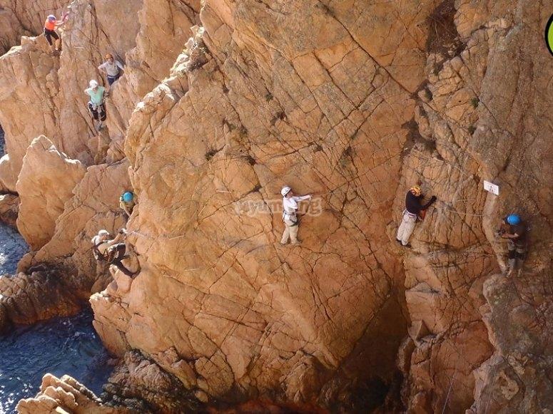 Recorrido por la pared del acantilado