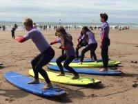 Practicando la técnica del surf