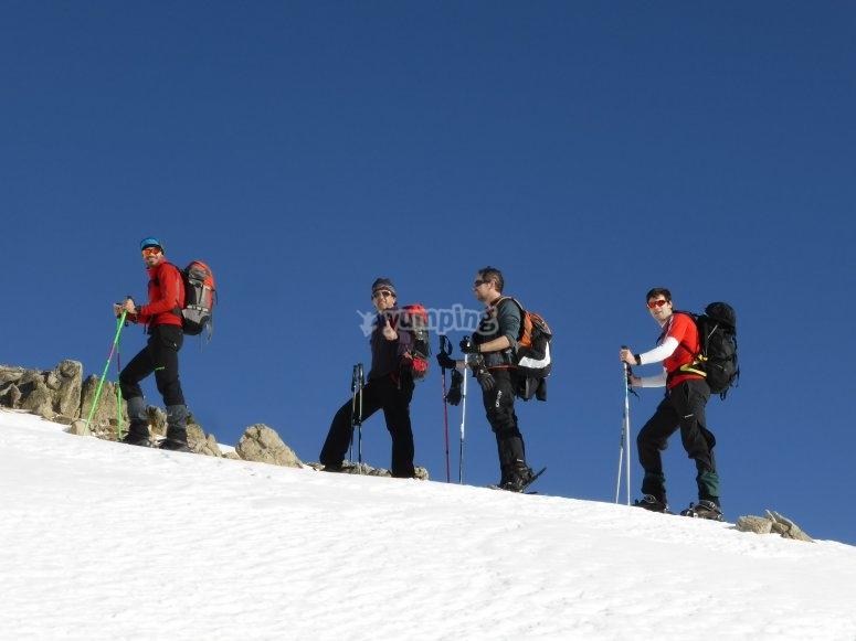 Escursione con le ciaspole attraverso le montagne dell'Andorra