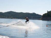 Probando el wakeboard en el embalse