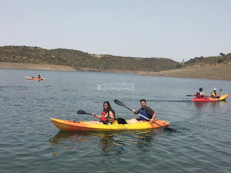 Travesía en kayak para niños en uno de los embalses Jaén