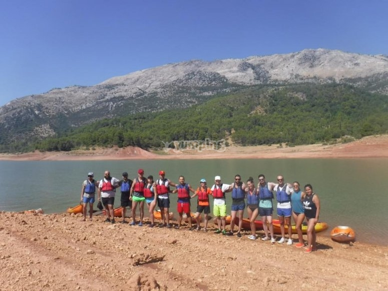 Group pirogue tour in Tranco reservoir