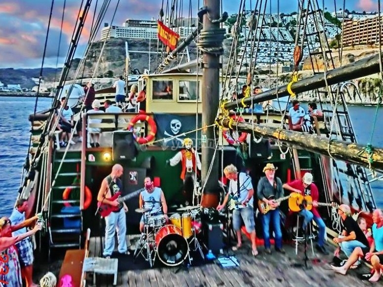 蓝调乐队在船上