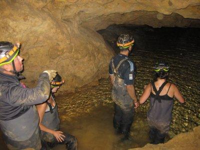 Speleologia nella grotta di La Vaquera, Segovia