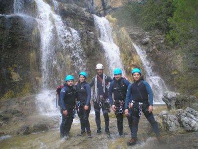 在Arroyo de la Dehesa,III级溪降