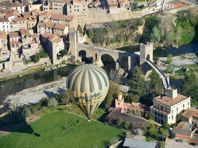 Balloon flight + night accommodation in Santa Pau
