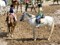 menores en caballo