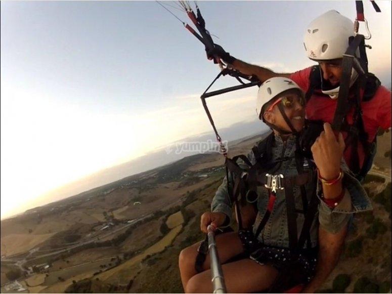 Volando en parapente en Conil