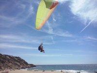 Sobrevolando en parapente la playa de Conil