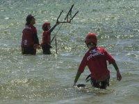 Alumnos de kite en el agua