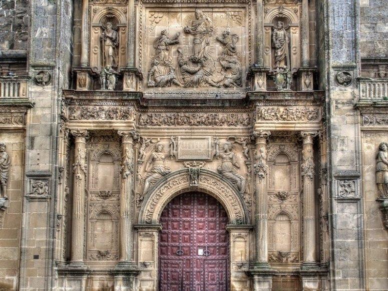 Façade with impressive details