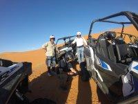 Haciendo una parada en las dunas de Marruecos