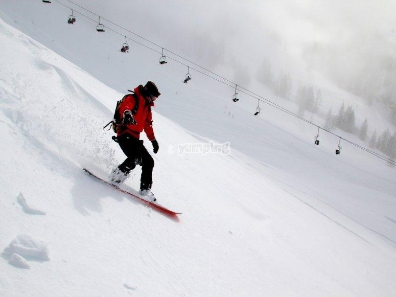 snowboard y telesilla