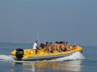 Paseo familiar en barco rapido
