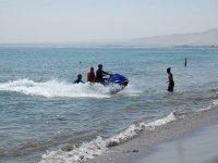 Moto de agua en la orilla