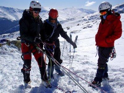 游览雪鞋行走的孩子3小时Peñalara