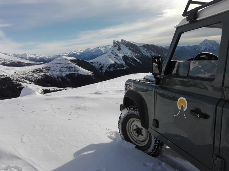 Winter route in an all-terrain in Ordesa and Monte Perdido
