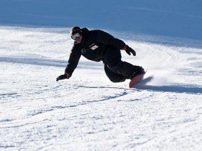 Clase de snowboard grupal en Pirineos 2 horas
