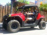 Al volante de un buggy RZR
