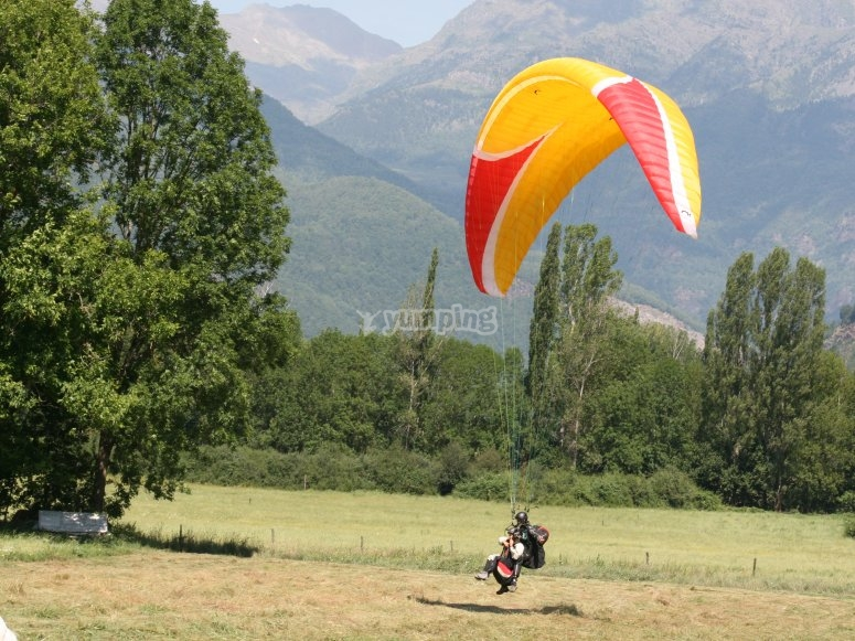 Landing with the paraglider