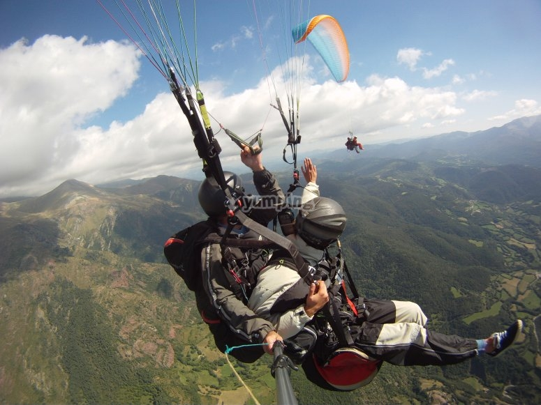 Departure in two-seater paragliding through Liri