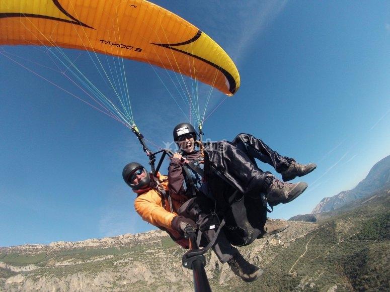 穿越阿格尔的滑翔伞飞