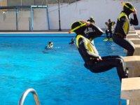 在泳池学习
