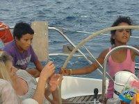 Familia a bordo del velero en Gerona