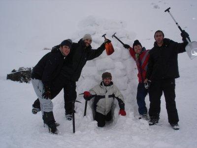 Raquetas + construcción de iglú en Navafría