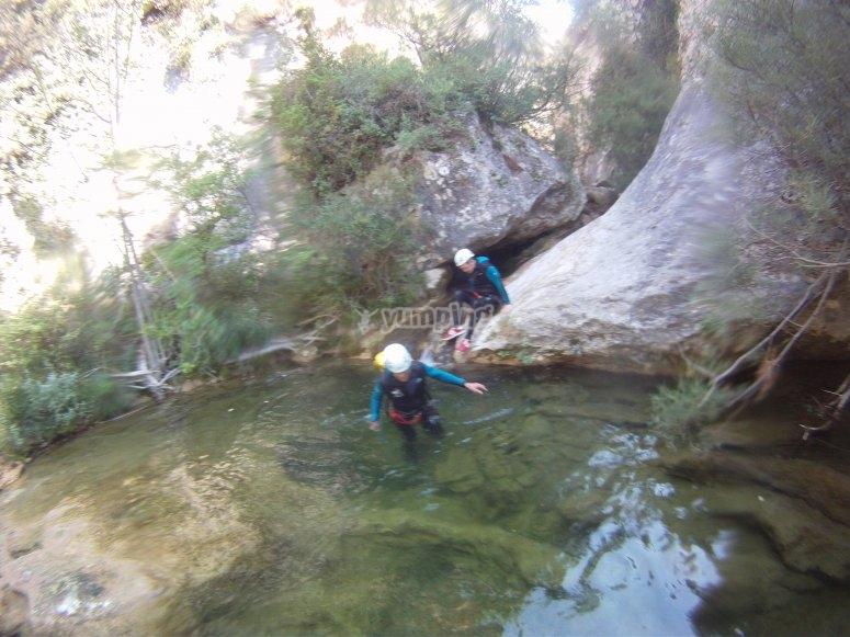 Atravesando poza de agua en Boixols