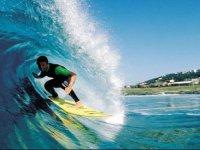 surfeando entre olas