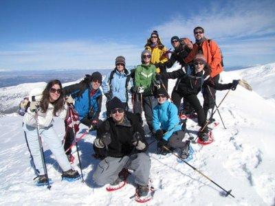 内华达山脉的雪鞋行走5小时