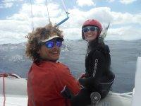 Con la alumna de kite en el barco
