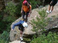 Puente de cadenas en la ferrata de Huesca