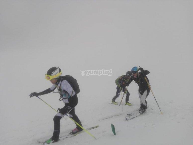 暴雪滑雪者日
