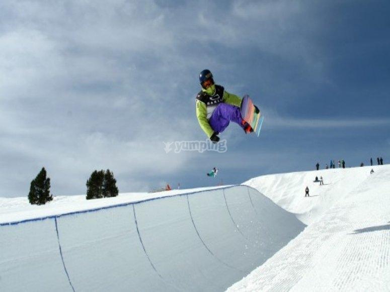 滑雪板在la molina