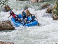 Balsa neumatica en aguas bravas en Murillo