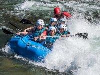 Raft pasando el rapido en Murillo