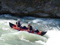 Rio de aguas bravas en canoa en Murillo