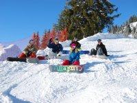雪板学生组的雪课程