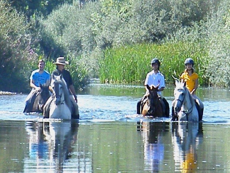 在萨拉曼卡骑马游览