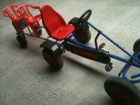 kart a pedales para un adulto y dos ninos
