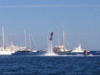 Flyboard junto a los barcos