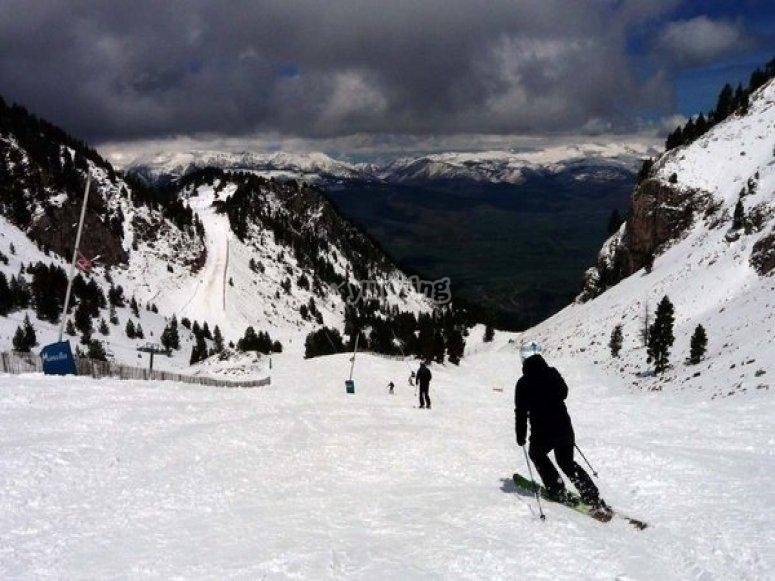 disfruta del esqui los fines de semana