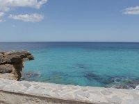 El mar desde el muelle de piedra