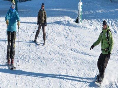 下午6点在Masella的6个星期六的滑雪板课程。